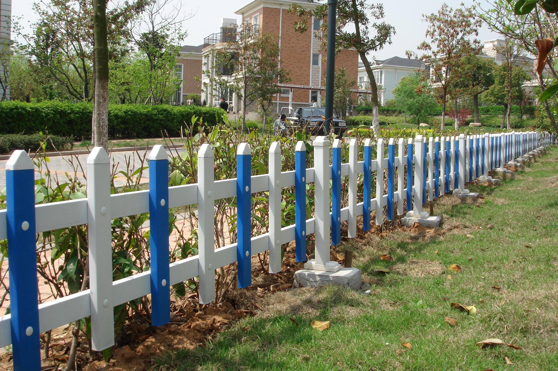 草坪隔离护栏 - 乌鲁木齐道路护栏,乌鲁木齐锌钢护栏图片